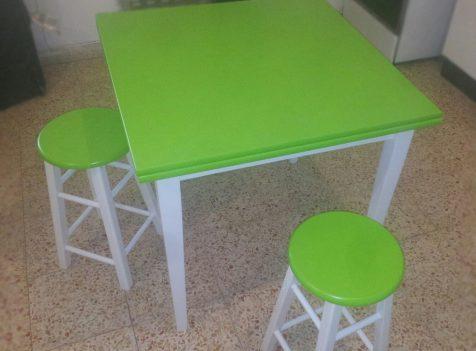 חידוש וצביעת שולחן וכסאות שרפרף לירוק
